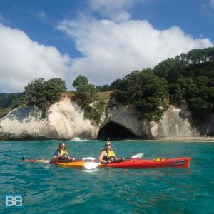 cathedral cove kayak tours mecury bay new zealand kiwi experience backpacker travel-5