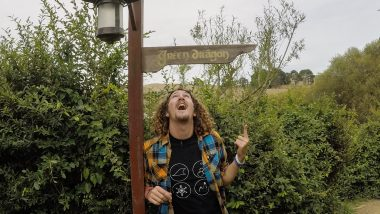 hobbiton tour kiwi experience tinggly voucher new zealand backpacker movie tour lord of the rings-8