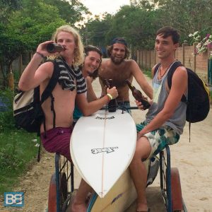 HOW I TRAVEL THE WORLD ON 25 A DAY work for accomodation hostel backpacker travel-3