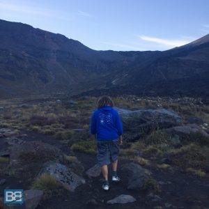hiking tongariro alpine crossing taupo new zealand kiwi experience backpacker (4 of 17)
