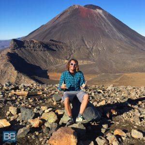 hiking tongariro alpine crossing taupo new zealand kiwi experience backpacker (1 of 17)