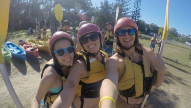 dolphin kayaking byron bay australia backpacker cape byron kayaks (2 of 2)