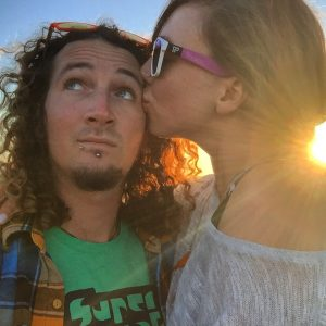 backpacker romance relationship travel