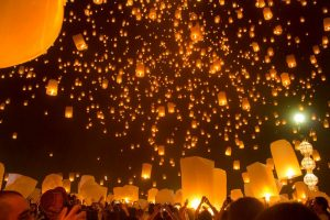 yi peng festival chang mai thailand lanterns a backpackers tale