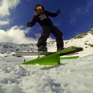 snowboarding skiing snow season queenstown new zealand backpacker working holiday (4 of 5)