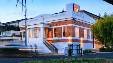review byron bay beach hostel dorm budget australia